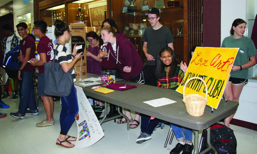 Emily Bulloch, Yessmeen Moharram, Alexis Renfro, Isaac Aldrich,Taylor  Huey, and Gabbie Beaver are working the Art Club table at Club Rush. (Photo by Belle Maucieri)