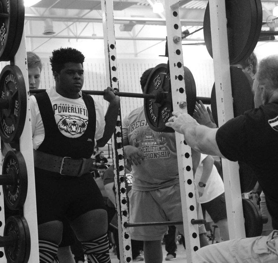 Junior Nick Hunter participating in a powerlifting competition